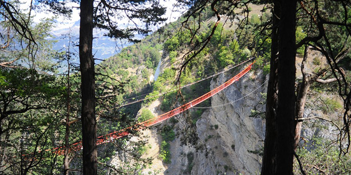 best-bungee-jumping-places-in-the-world-Niouc-Bridge