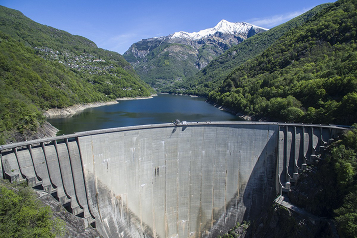 best-bungee-jumping-places-in-the-world-Verzasca-Dam