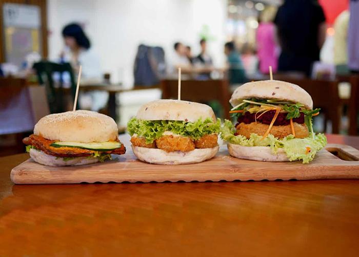 cheap-gourmet-burgers-nomVnom-burgers