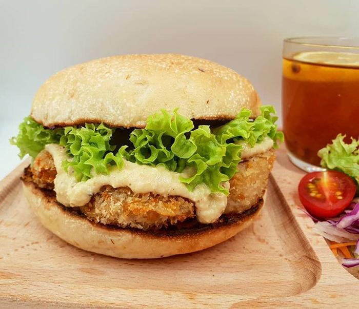 cheap-gourmet-burgers-nomVnom
