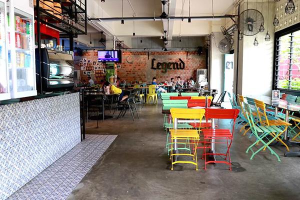 pet-friendly-establishments-in-singapore-legend-cafe