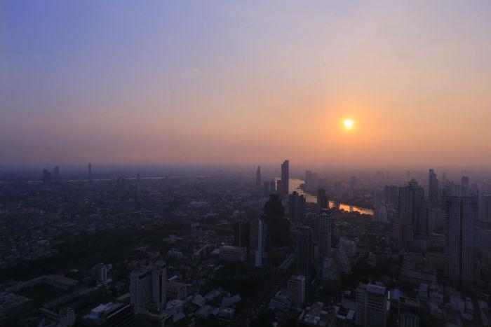 King-Power-Mahanakhon-Skywalk-sunset-view
