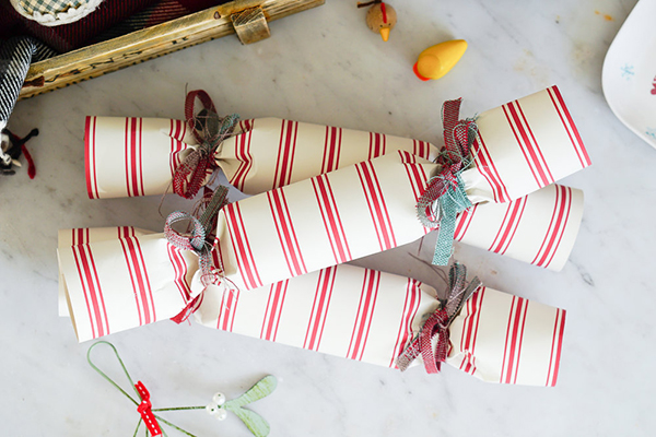 best-tips-to-decorate-your-HDB-christmas-crackers