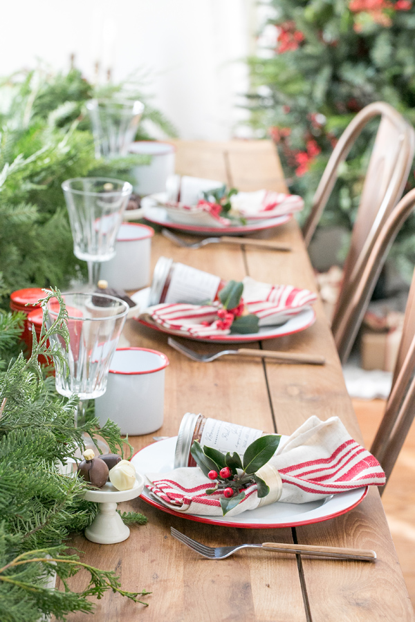 best-tips-to-decorate-your-HDB-holly-leaves