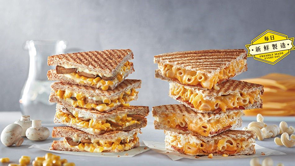 exclusive-items-you-can-get-from-fast-food-chains-around-the-world-Bacon-Mac-and-Cheese-Toastie