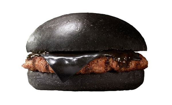 exclusive-items-you-can-get-from-fast-food-chains-around-the-world-Kuro-Pearl-Burger