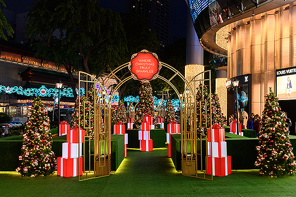 places-to-go-for-christmas-singapore-ion-orchard-christmas-park