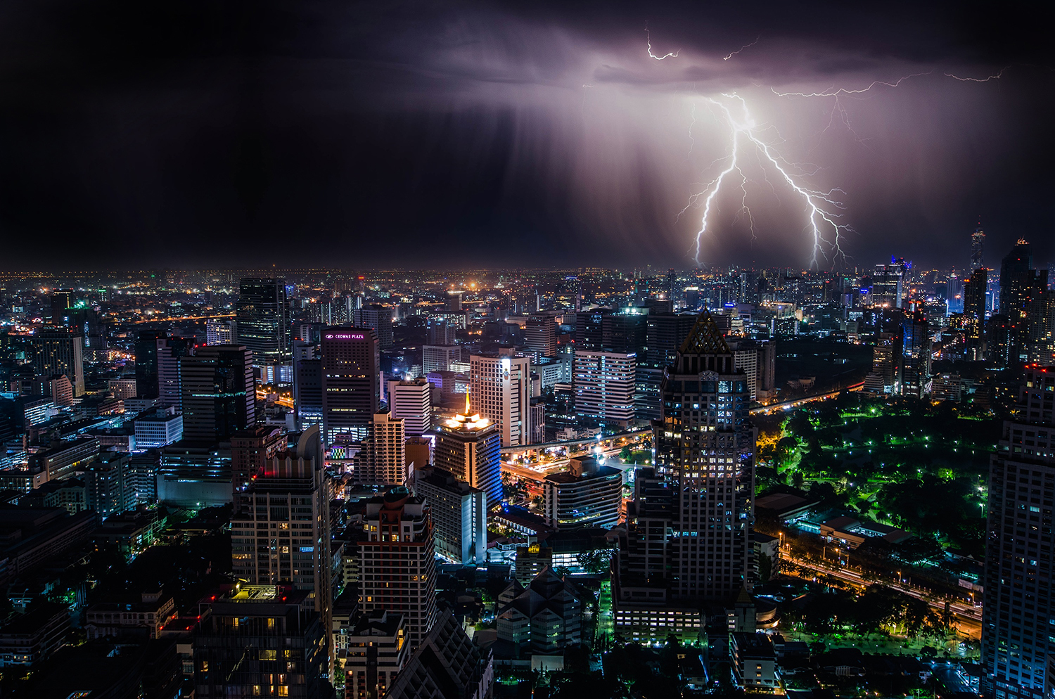 thunder in city at night