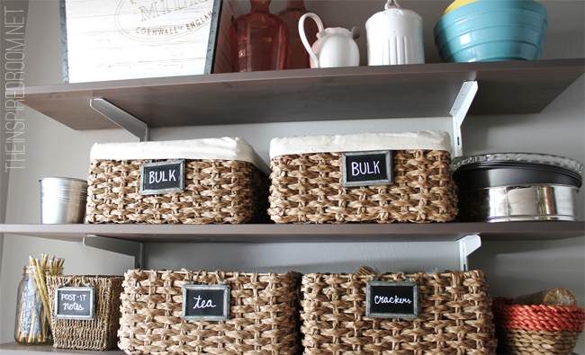 pantry-organization-with-baskets-and-chalkboard-labels