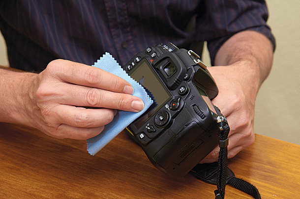 dslr_tips_how_to_clean_your_camera_dcm128-shoot_gearcraft-step3_