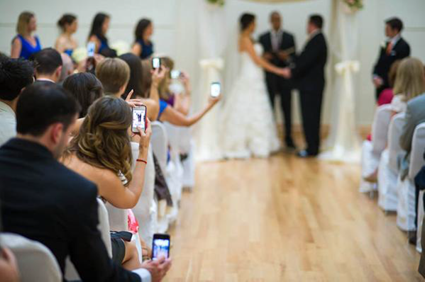 guests-phone-wedding