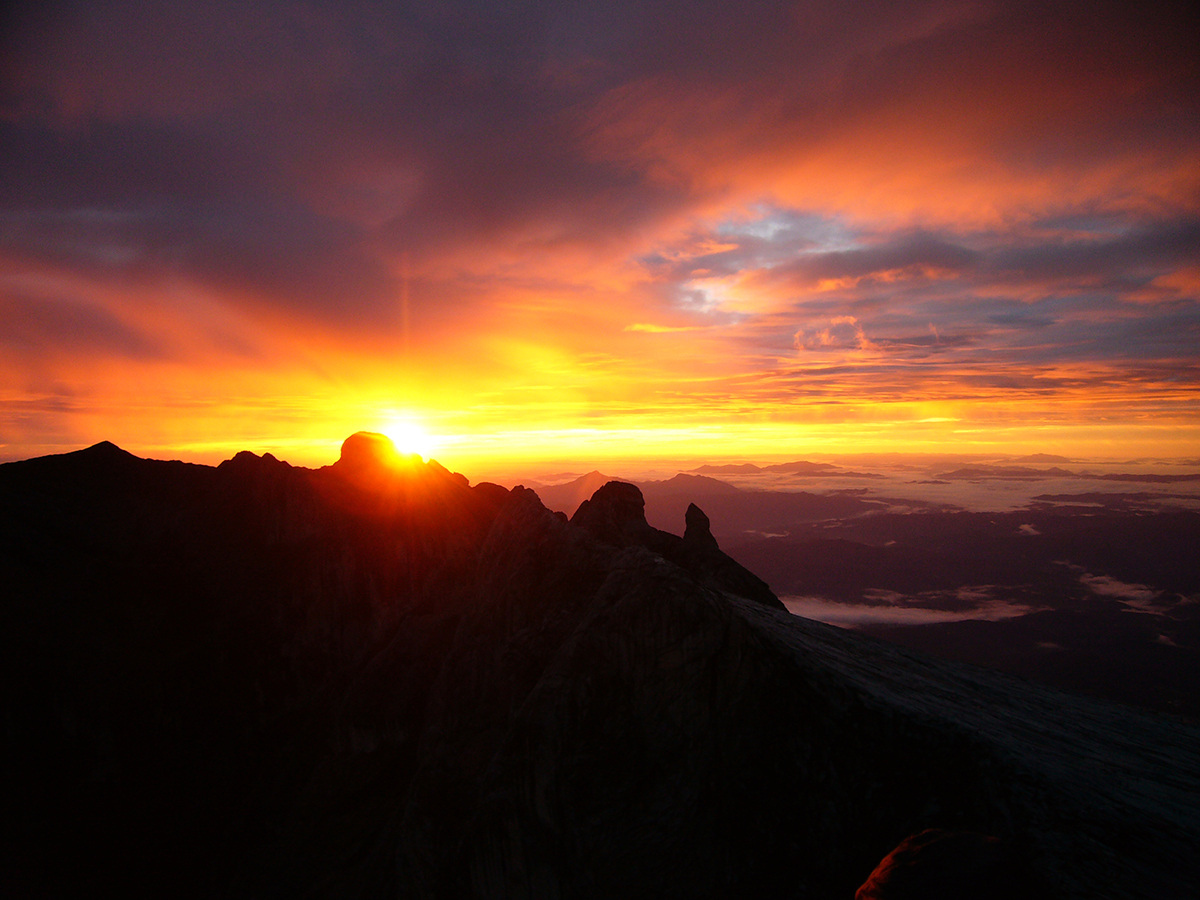 sunrise-on-mount-kinabalu-static-panoramio