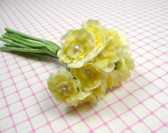 yellow primrose bouquet