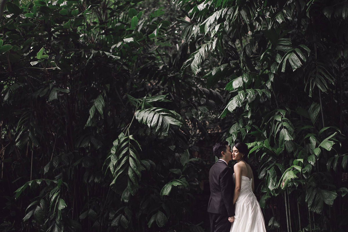 couple prewedding in tropical spice garden