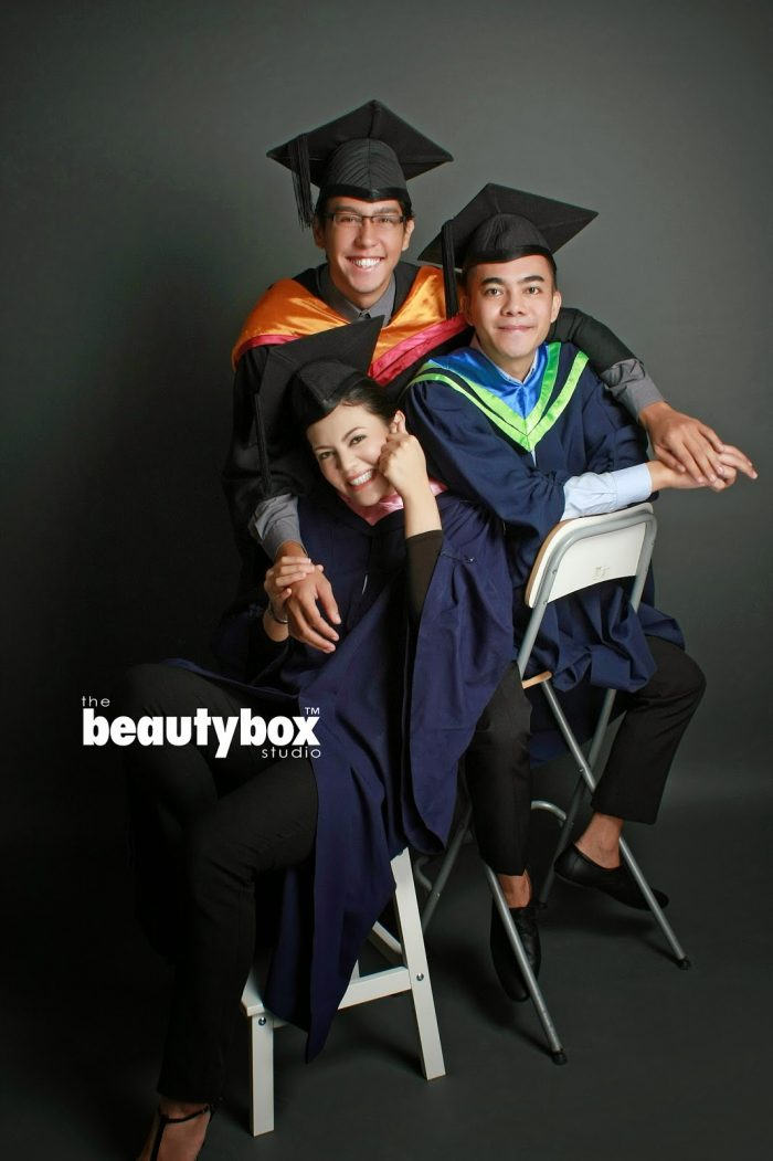 siblings graduation photo
