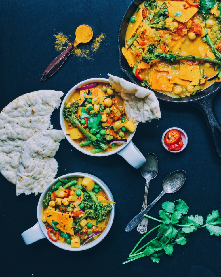 turmeric chickpea curry - vegan food
