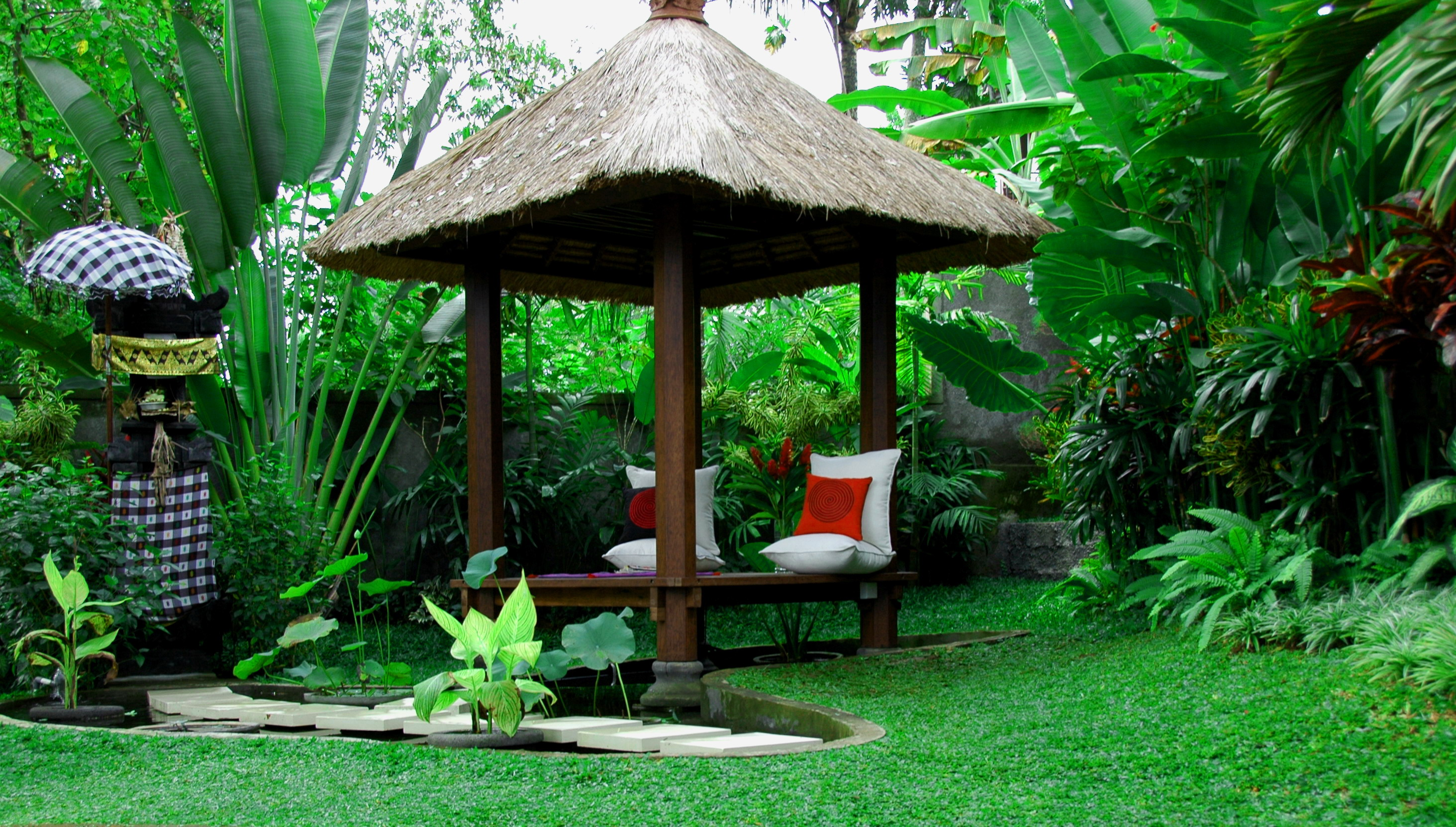 5 ways to have a gorgeous balinese garden at home for Landscape decor