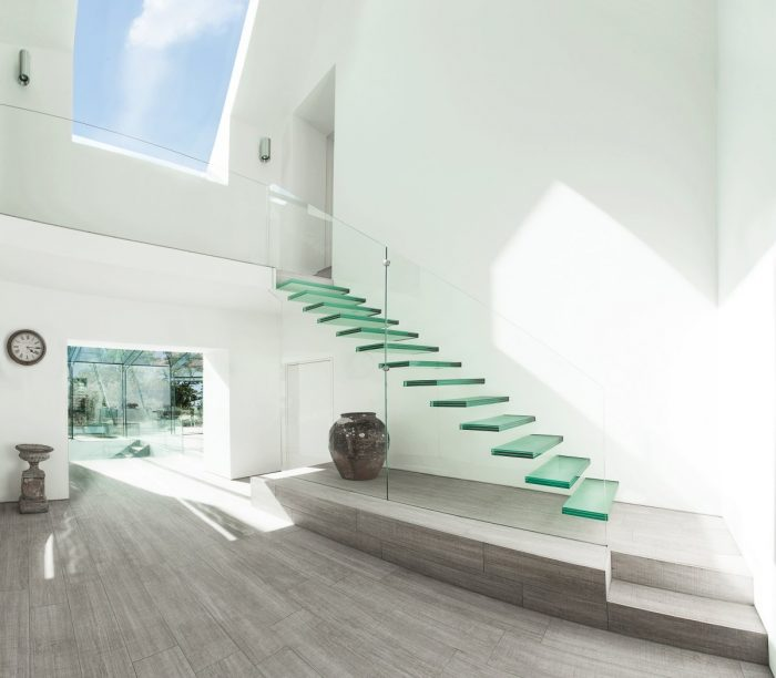 Stunning Tips on How to Choose The Right Staircase For Your Home