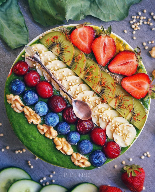 Delicious green vegan smoothie bowl recipe
