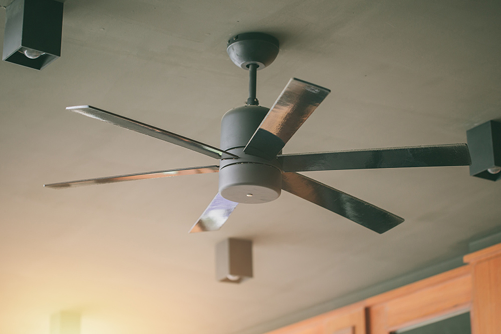 ceiling fan in hot day cooling