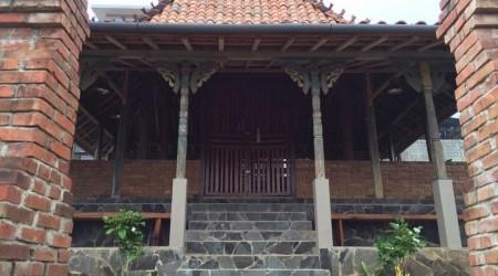 Rumah etnik jawa, memiliki Joglo (Villa Joglo Ay