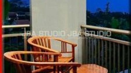 tempat santai yang pas berada di balkon dan di temani hembusan angin sepoy sepoy