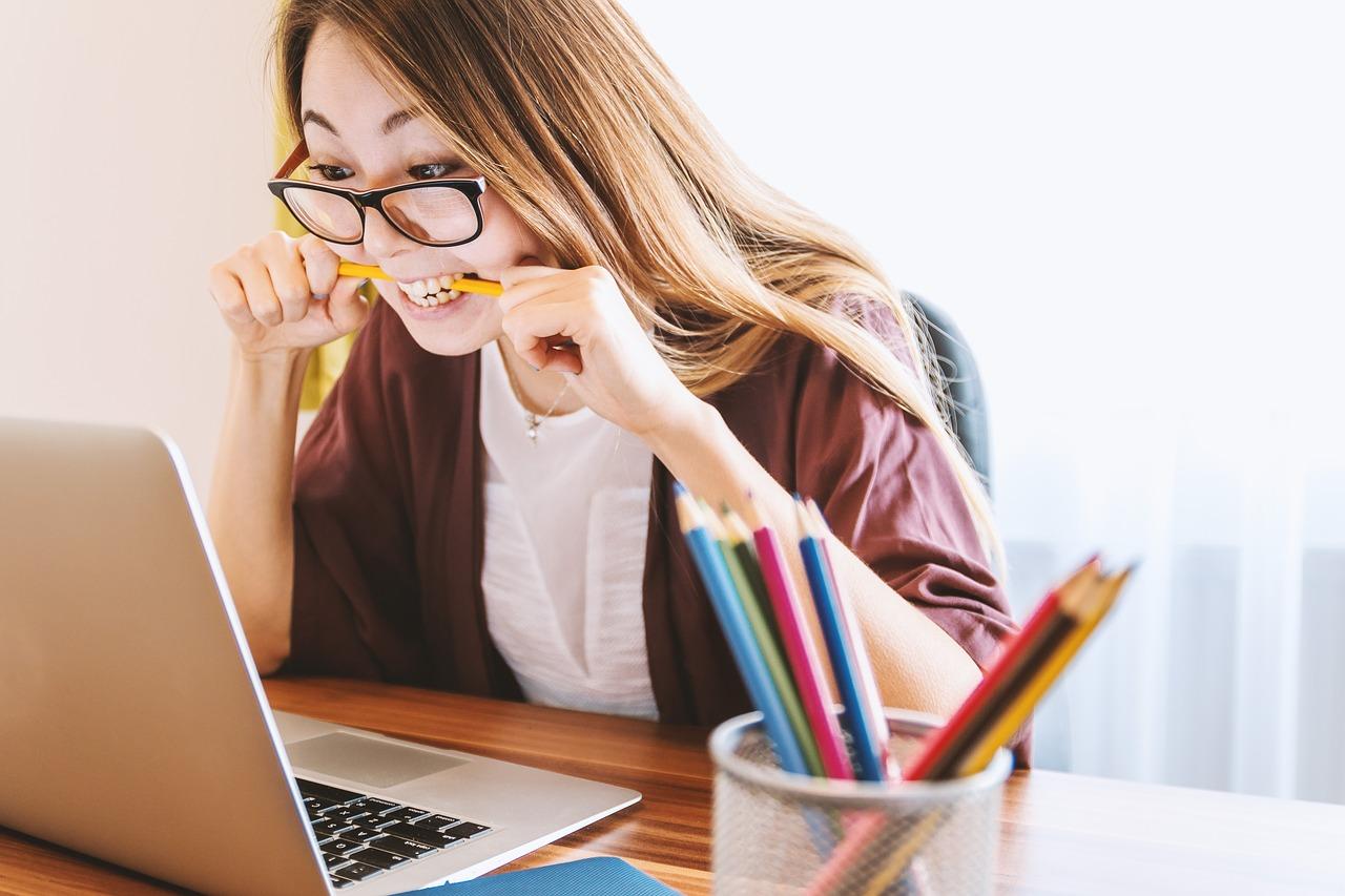 girl looking at a computer screen