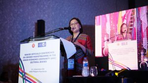 Dr Rhodora Masilang-Bucoy speaking at a conference on gender mainstreaming