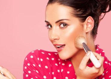 Tips hemat belanja skincare dan make up. (123rf)