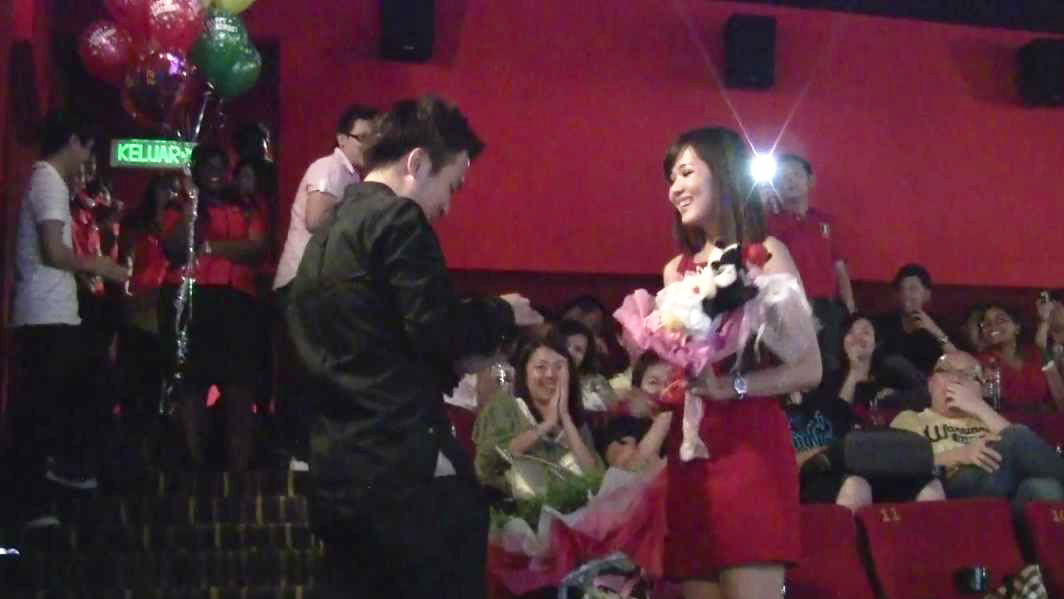 ide wedding proposal di bioskop