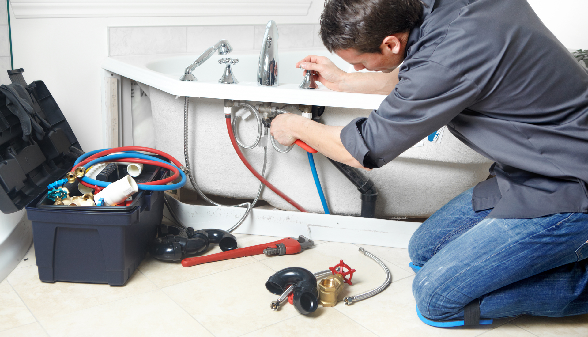Few Guidelines to Select The Right Plumber to Fix Plumbing Problems