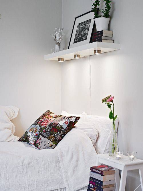 Floating shelves atau rak ambalan