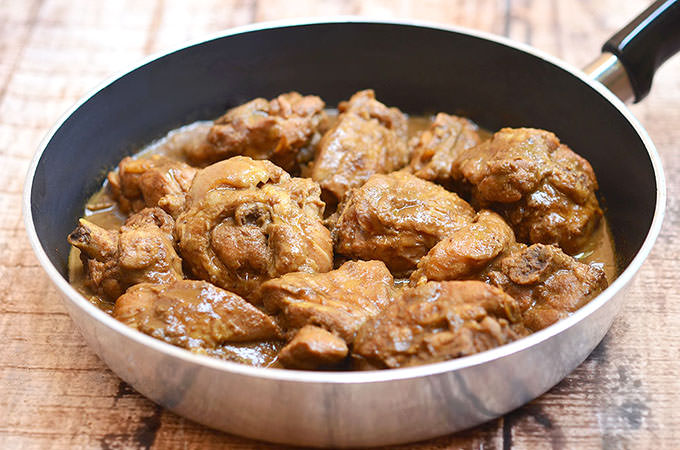 Filipino food chicken adobo