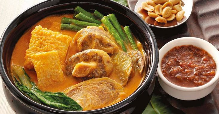 Filipino food favorites kare-kare