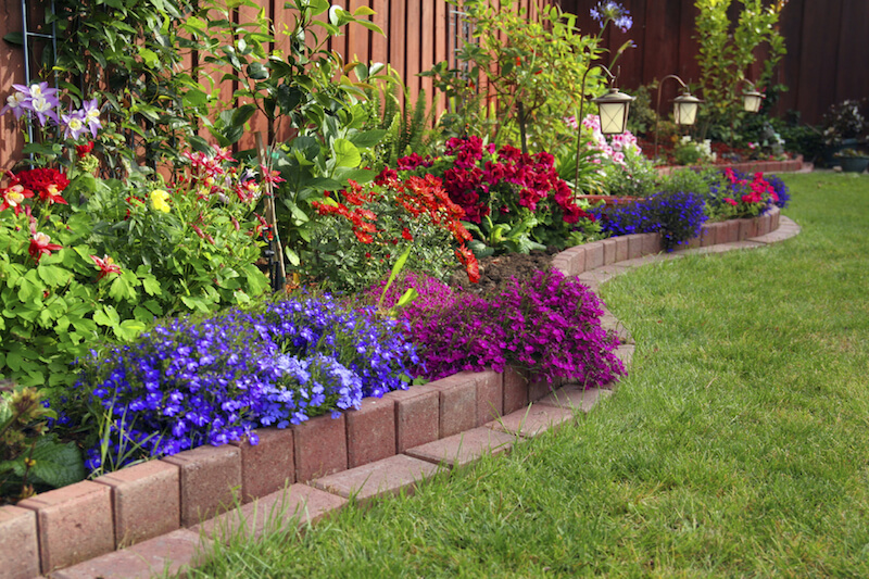 10 Beautiful Garden Designs That Will Inspire You to ... on Flower Bed Ideas Backyard id=74371