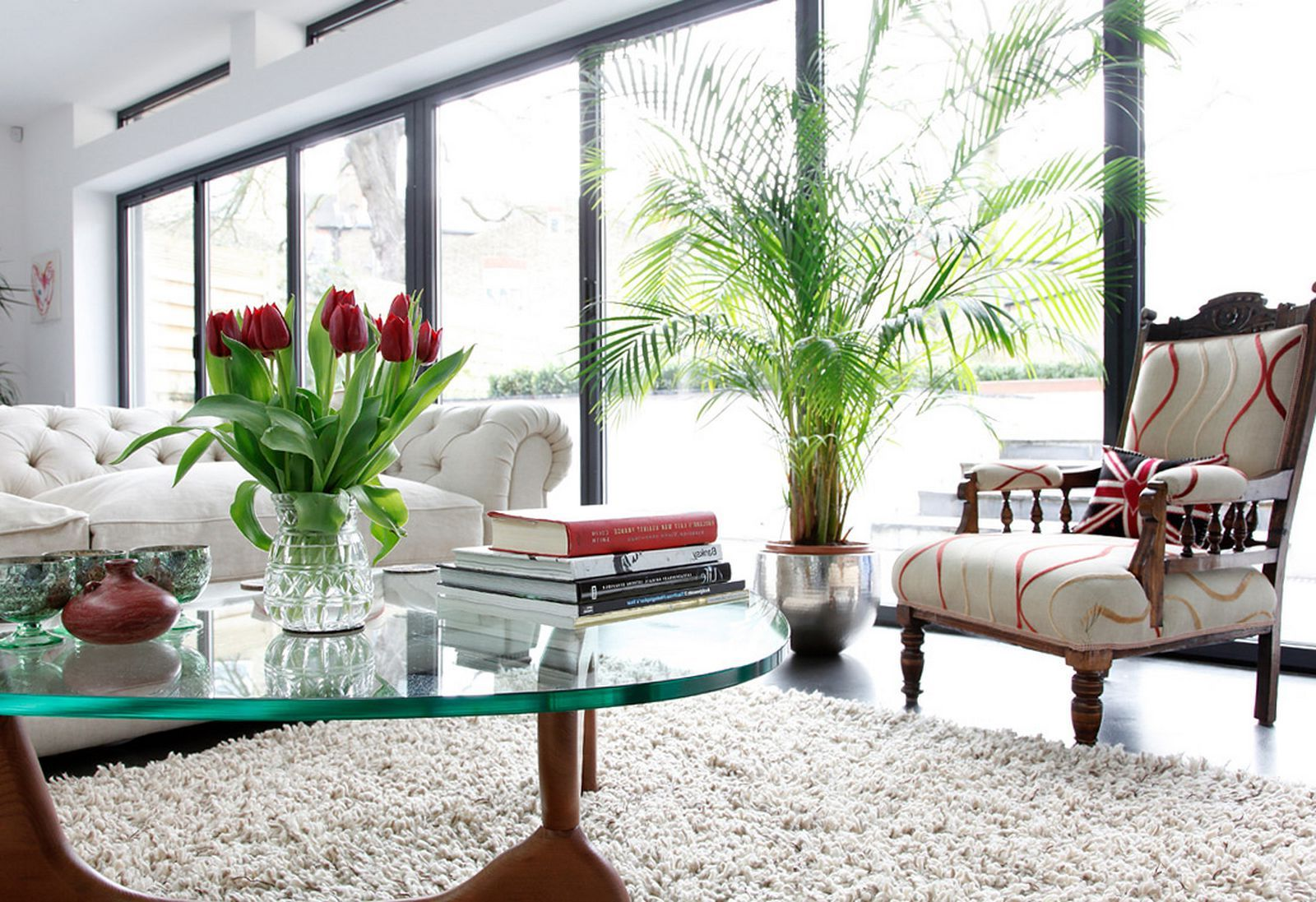 White Minimalist Family Room Decorating Ideas With White Sofa, Rug And Glass Table And Pretty Green Indoor Plants