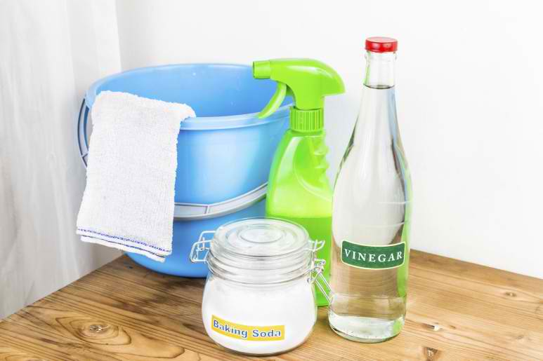 baking soda and white vinegar as cleaning agent