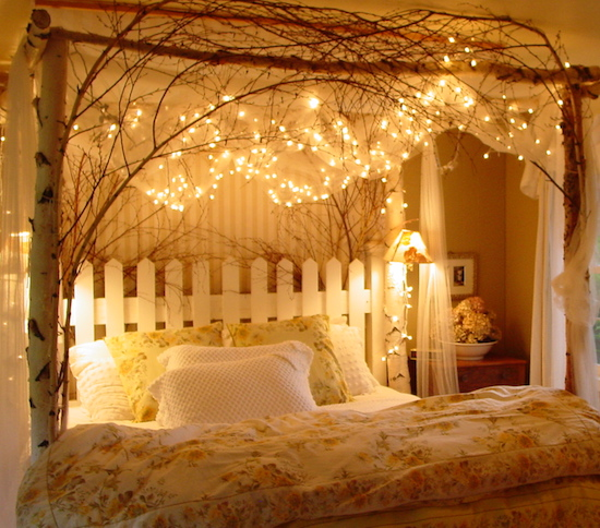 10 most romantic bedroom designs for couples for Room decor romantic