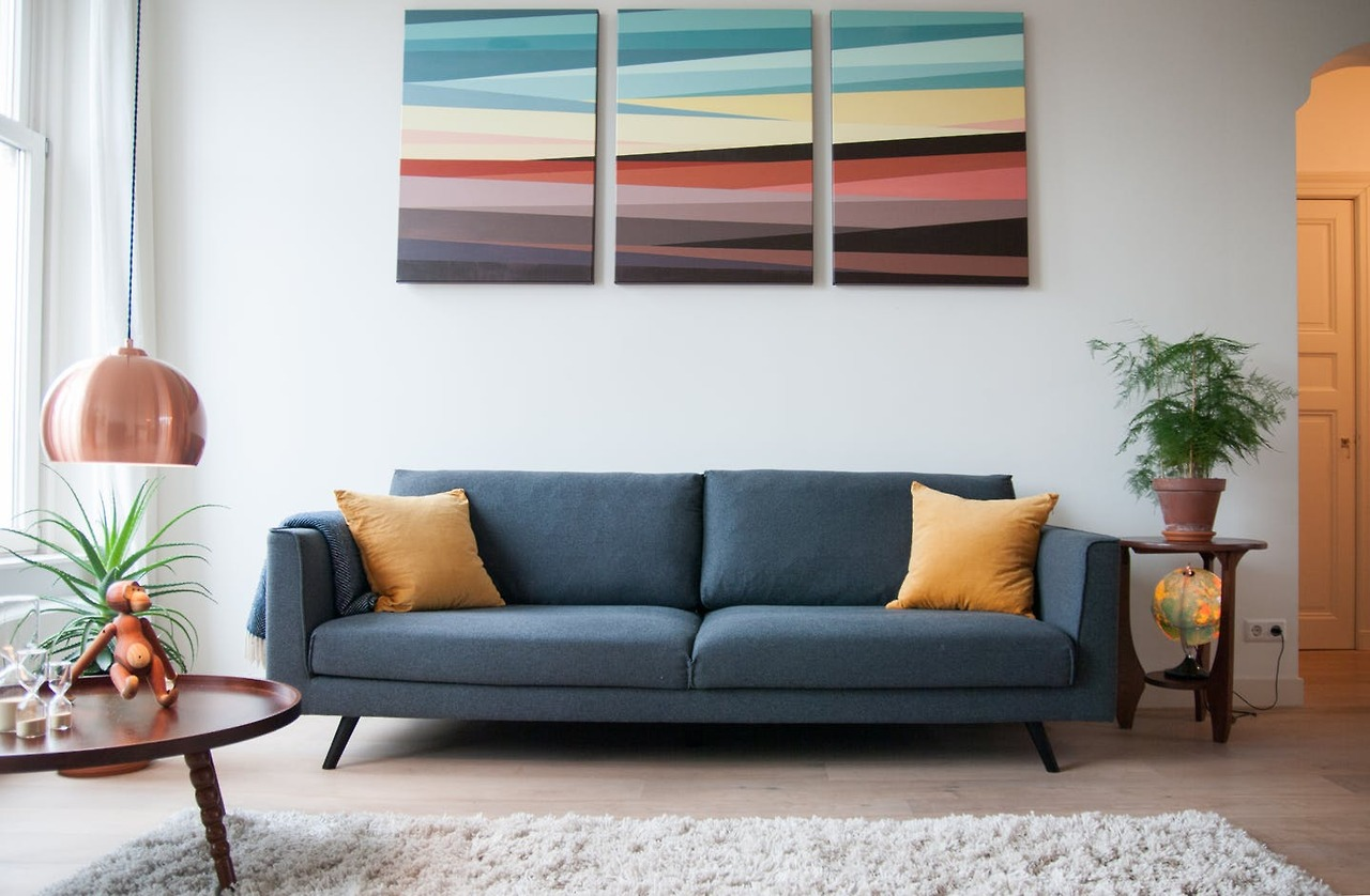 5 trendy ways to decorate with white walls - How to decorate white walls in living room ...