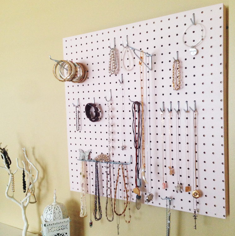 jewellery peg board for organization