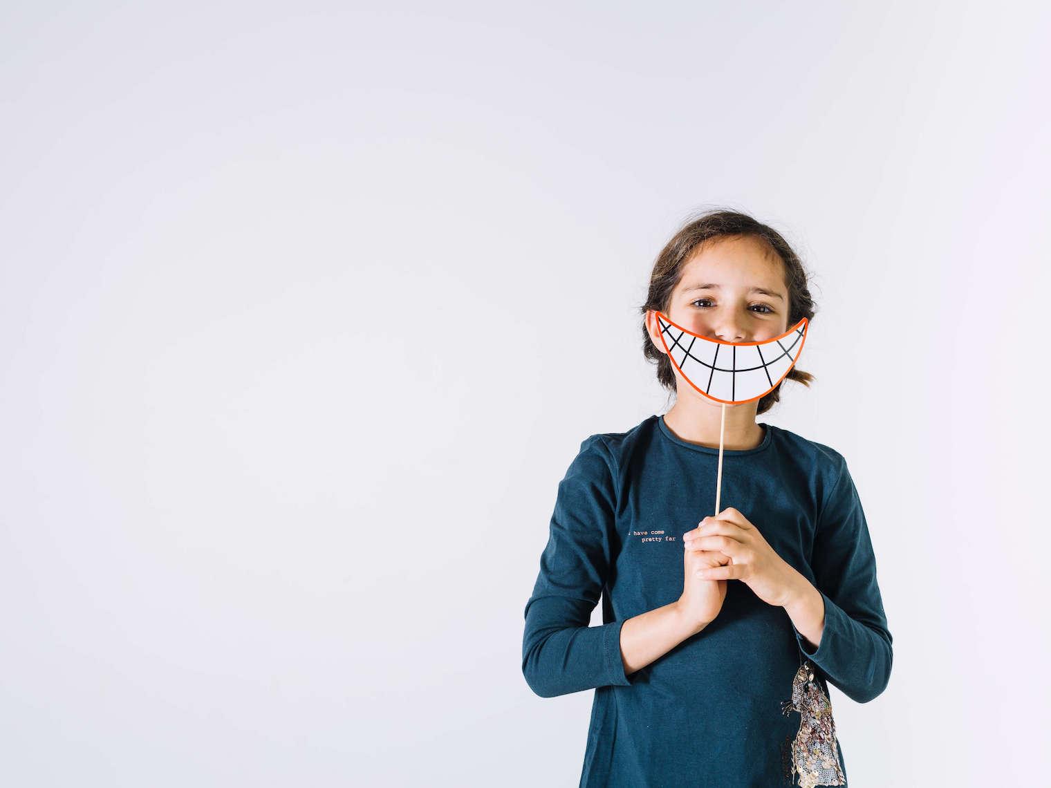 穆樂採用牙科先進技術的設備—水雷射 Waterase 協助患者去除敏感性牙齒,使用水雷射在牙齒敏感處做簡單照射,水雷射的特殊波長會將暴露在外的牙本質小管「熔融」,封填並阻斷感覺傳導,治療時間短,能快速、有效地改善牙齒敏感問題,且具持久療效。