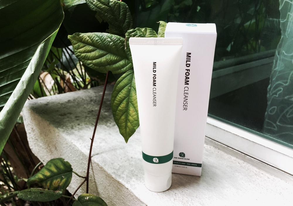 REVIEW | A Minimalist's Dream: The Vegan Glow Mild Foam Cleanser