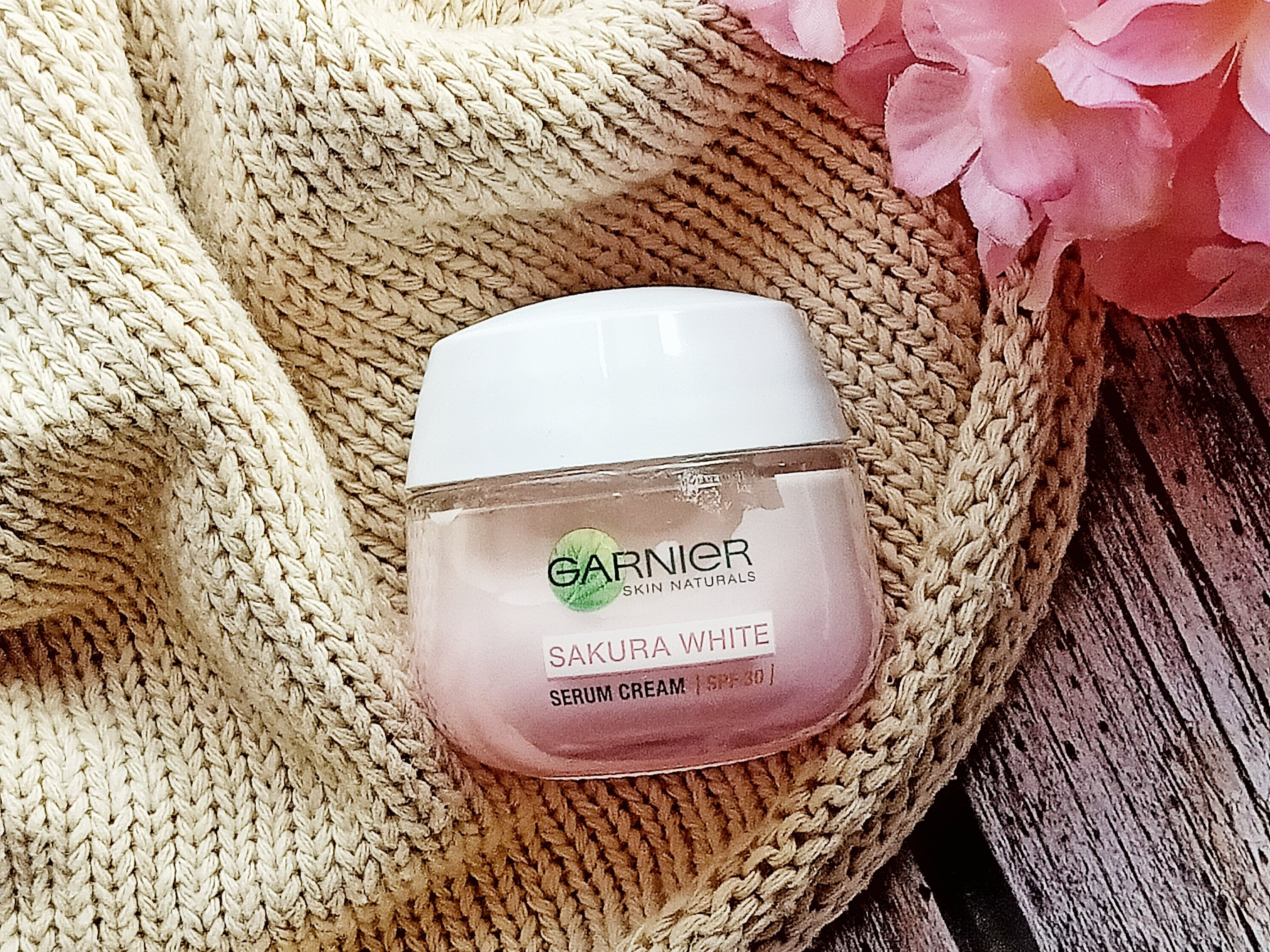 REVIEW | Instant Glowing Skin with Garnier Sakura White Whitening Serum Cream SPF21