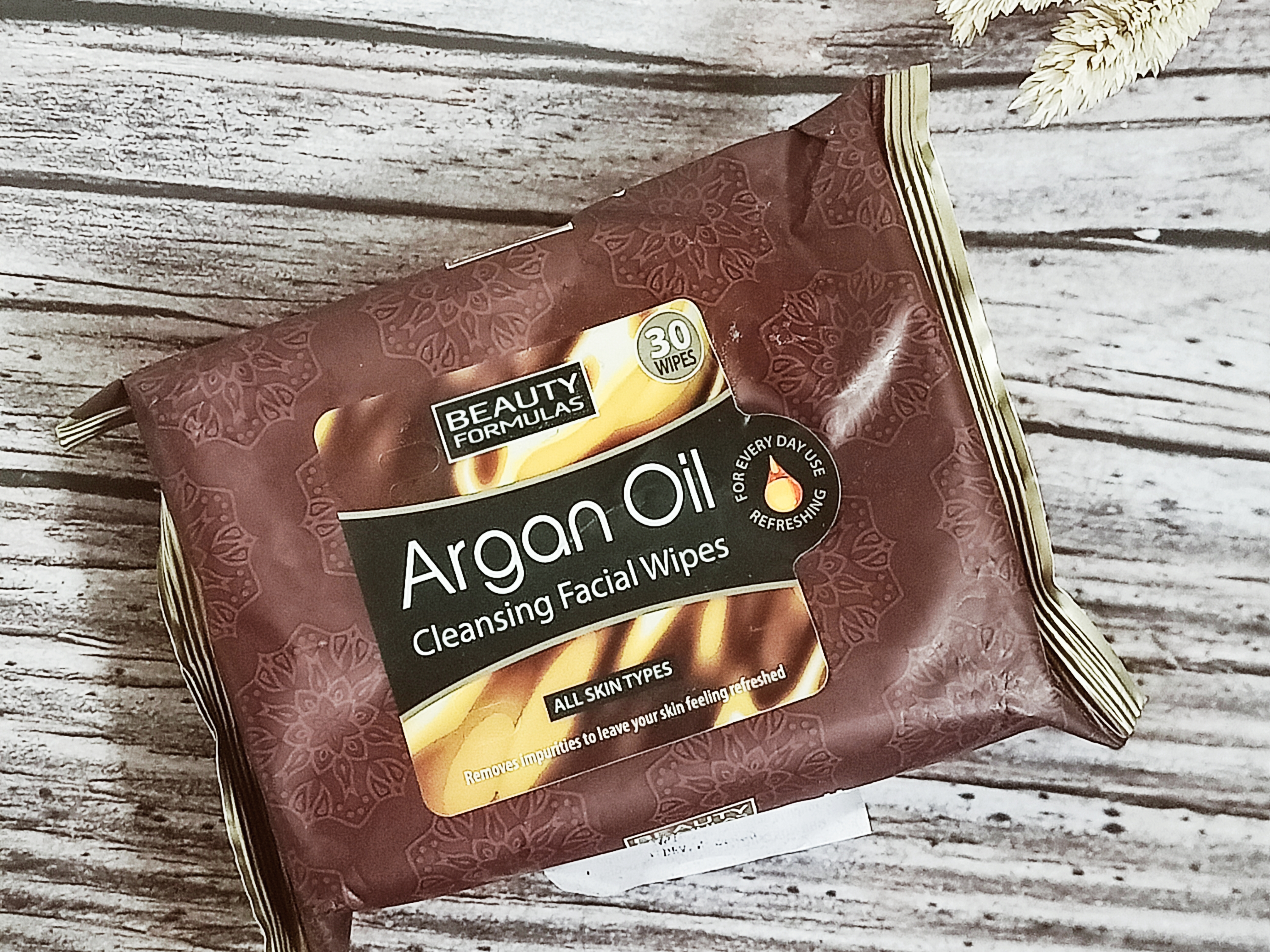 REVIEW | Beauty Formulas Argan Oil Facial Cleaning Wipes