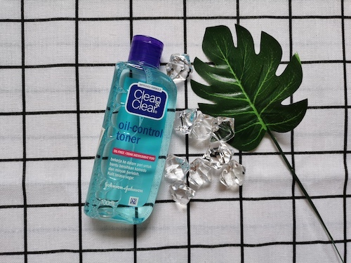 REVIEW | Clean & Clear Oil-Control Toner