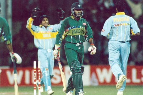 venkatesh-prasad-vs-aamir-sohail-favorite-sports-moment