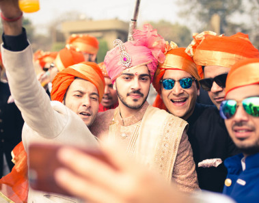 Neoteric Groom & groomsmen photoshoot ideas.