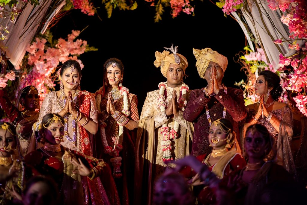 bride-groom-family-poses-for-an-indian-wedding
