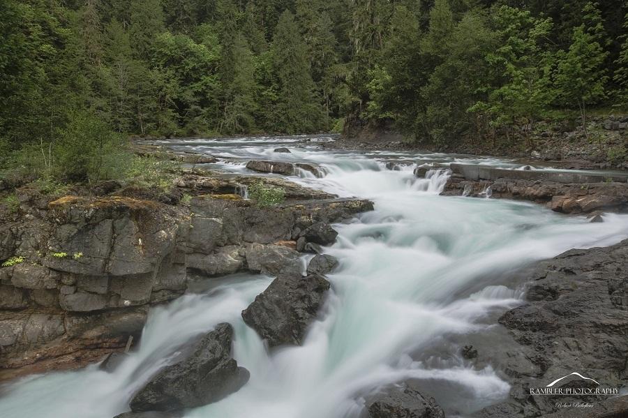 bố cục dòng suối trong thiên nhiên