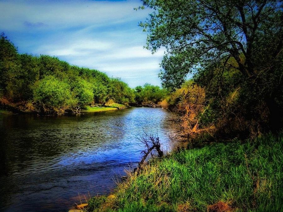 hình ảnh dòng sông hiền hòa